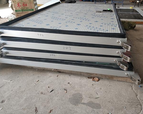 广西冷库门:中型平移门设备参数特点